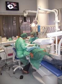 Imagem da notícia: Klockner com curso em Implantologia Oral