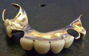 Imagem da notícia: Dentadura de Churchill arrematada por 21.500 euros
