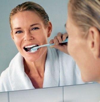 Imagem da notícia: Limpeza oral reduz risco de enfartes