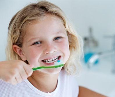 Imagem da notícia: Escovar os dentes logo após as refeições pode ser prejudicial