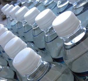 Imagem da notícia: Água engarrafada poderá prejudicar os dentes