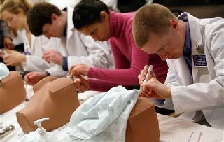 Imagem da notícia: Estudantes de Medicina no estrangeiro optam por ficar