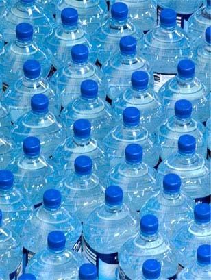 Imagem da notícia: Água engarrafada põe em risco dentes de crianças
