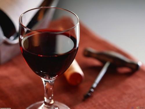 Imagem da notícia: Vinho tinto pode ajudar na luta contra cáries?