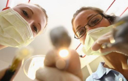 Imagem da notícia: Médicos dentistas a mais em Portugal