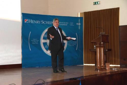 Imagem da notícia: Henry Schein reúne 100 profissionais