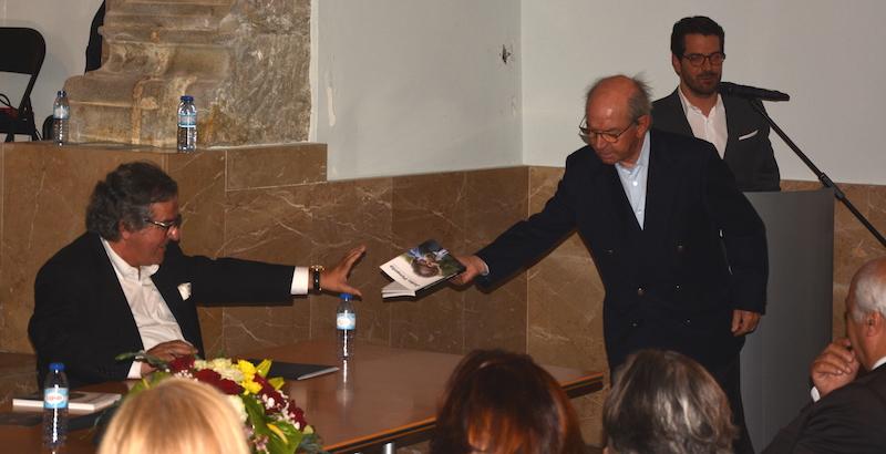 Imagem da notícia: Livro de Pimenta reúne cerca de 200 pessoas