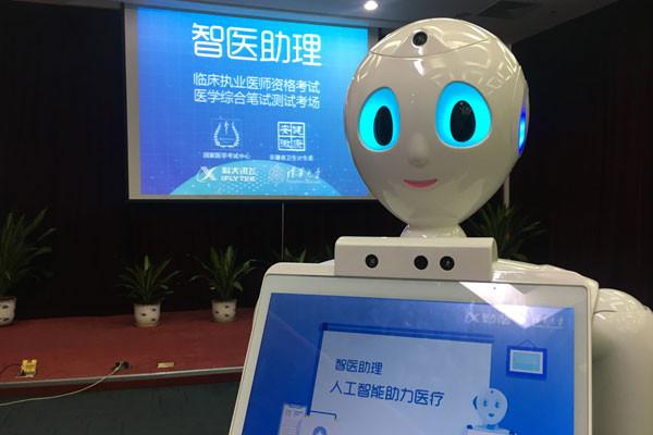 Imagem da notícia: Médico-robô já passa receitas e atende doentes na China