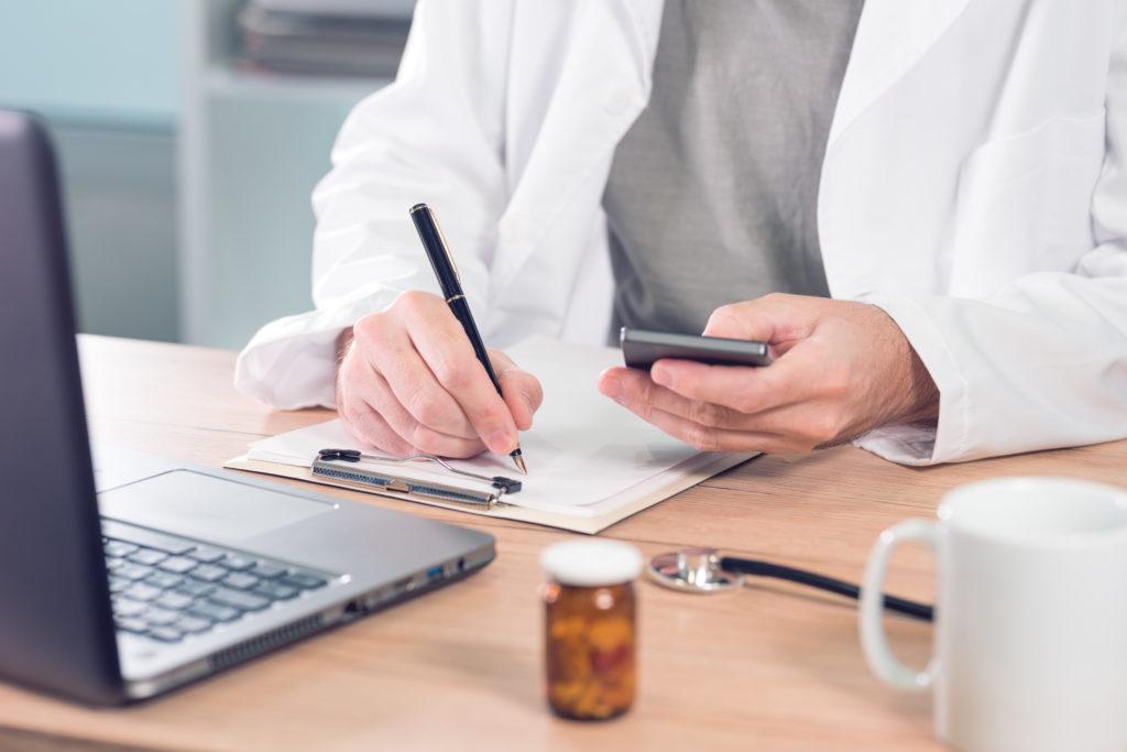 Imagem da notícia: Médicos dentistas já podem receitar via telemóvel