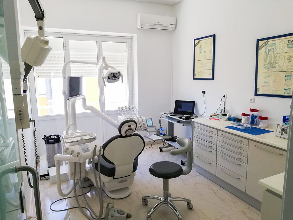 Imagem da notícia: Vendo clínica dentária em Évora