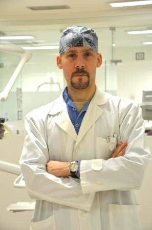 Imagem da notícia: Dentista português colabora na redação de guidelines da ASCO