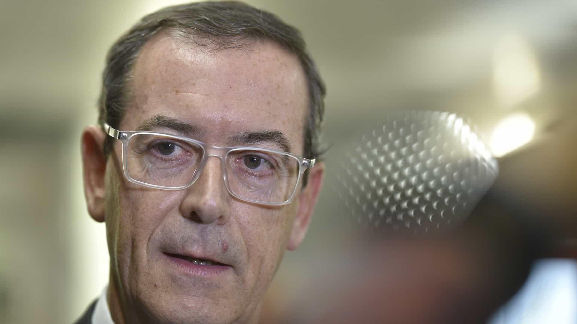 Imagem da notícia: Viseira não pode ser usada sem máscara, diz OM