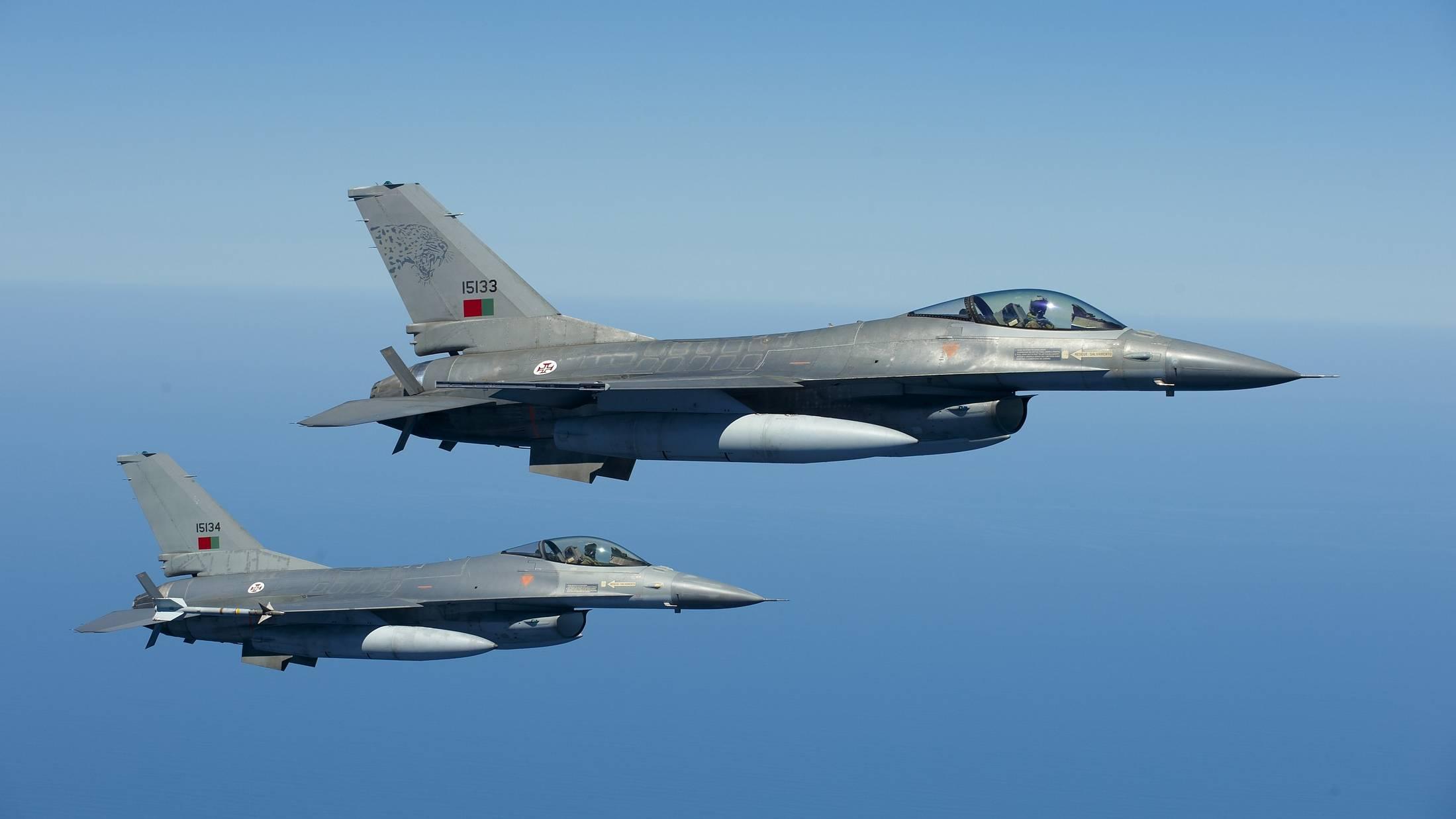"""Imagem da notícia: Força Aérea """"à caça"""" de médicos dentistas"""